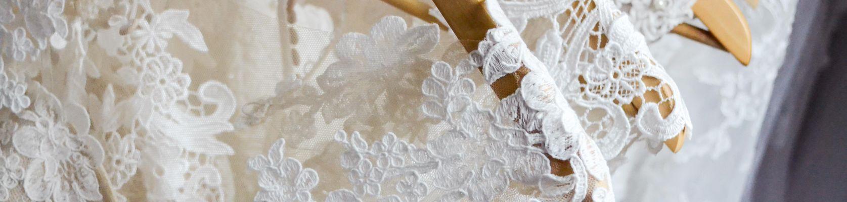 Hochzeitsbekleidung, Hochzeitskleid, Brautkleid, Anzug, Herrenanzug, Bräutigamanzug