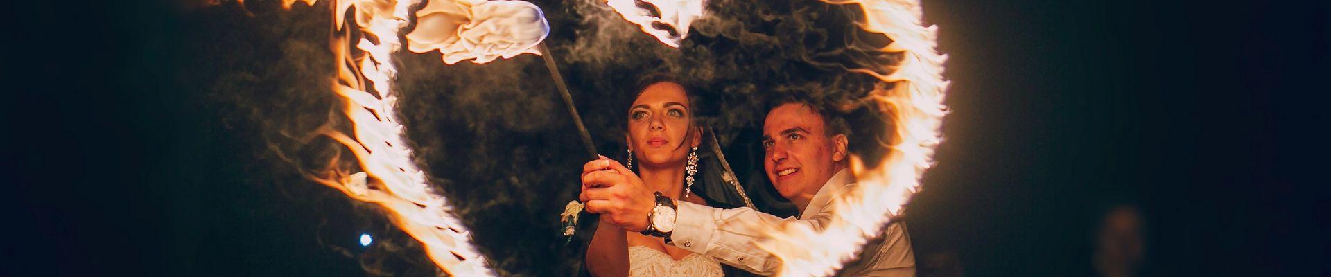 Hochzeitskünstler, Hochzeitsartist, Hochzeitsaction, Artist für die Hochzeit, Zauberer, Feuerspucker, Feuershow Hochzeit, Feuerwerk Hochzeit