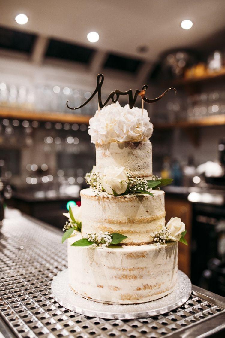 Wunderschöne Hochzeitstorte in Cremeweiß