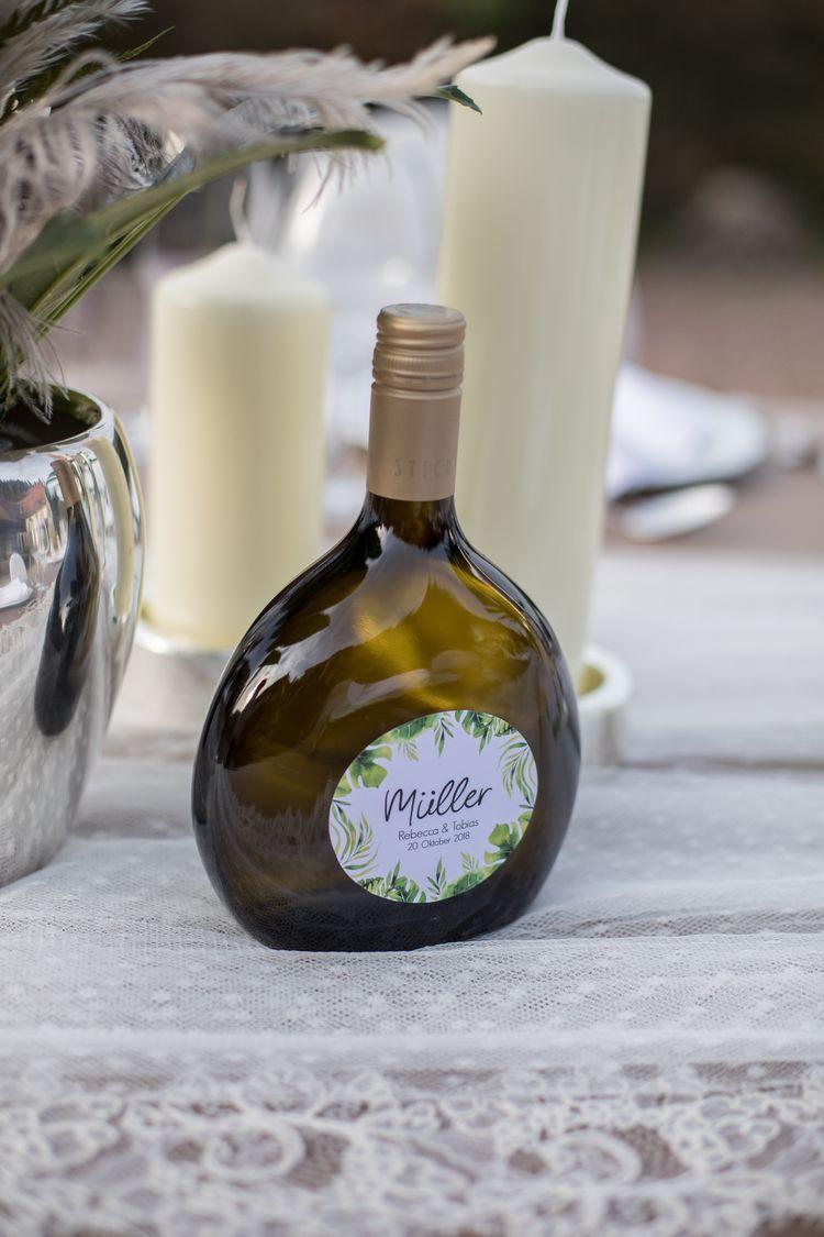 personalisierter Wein im Greenery Style