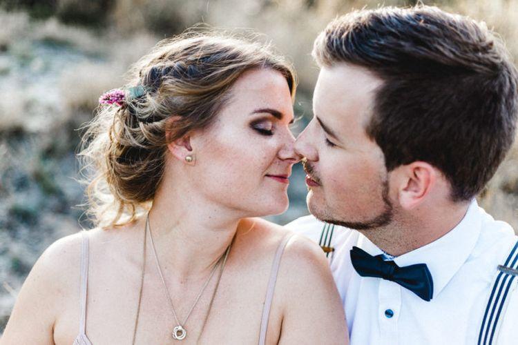 Lockere Brautfrisur Mit Echten Blumen Ein Styled Engagementshooting